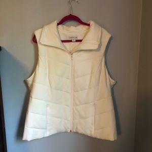 Cold water creek white sleeveless quilted vest.